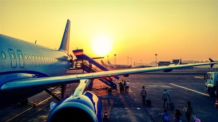 vliegtuig klaar voor vertrek turkije
