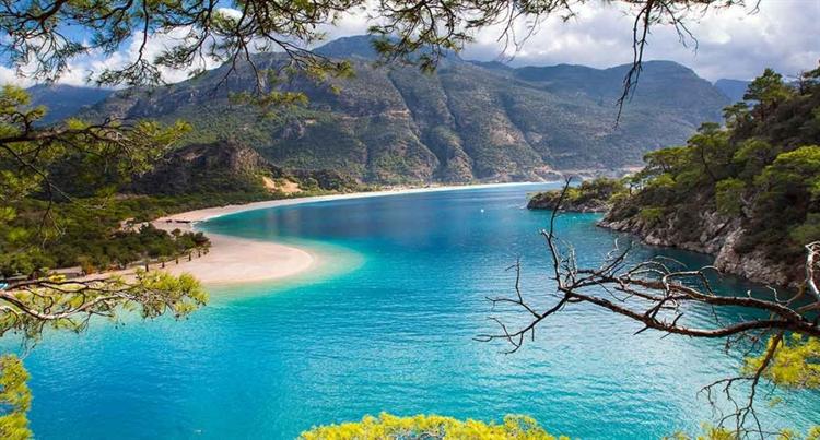 azuurblauwe zee turkije